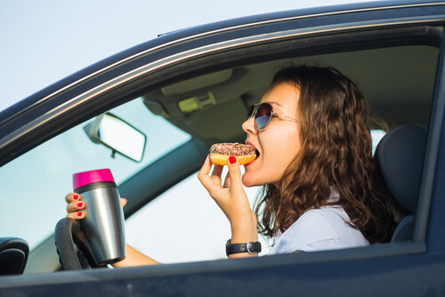 woman eating while driving